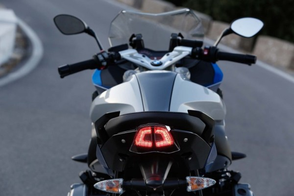 2015-BMW-R1200RS-action-51-2