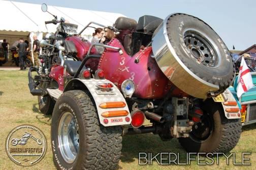 bum-in-the-mud-114
