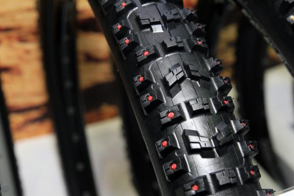 Innova monster dh studded tires (3)