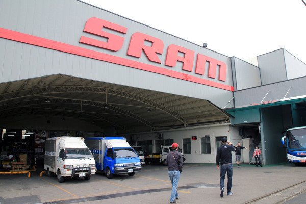 SRAM Taiwan Factory Tours Suspension Shifters Derialleurs Carbon production043