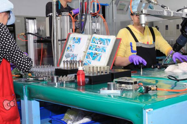 SRAM Taiwan Factory Tours Suspension Shifters Derialleurs Carbon production060
