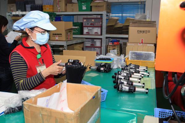 SRAM Taiwan Factory Tours Suspension Shifters Derialleurs Carbon production067