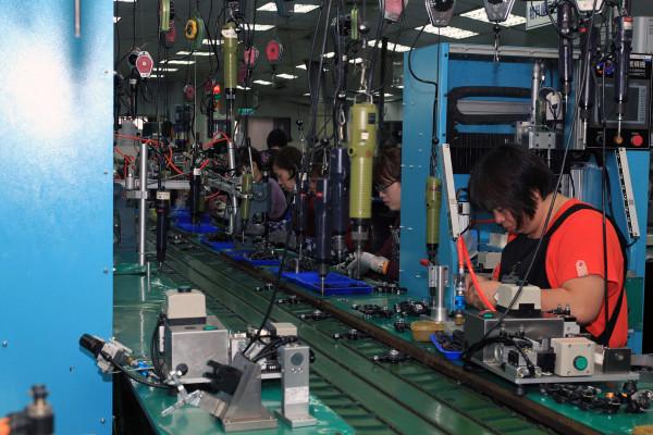 SRAM Taiwan Factory Tours Suspension Shifters Derialleurs Carbon production070