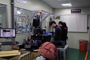 SRAM Taiwan Factory Tours Suspension Shifters Derialleurs Carbon production076