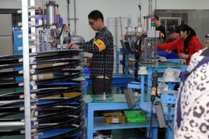 SRAM Taiwan Factory Tours Suspension Shifters Derialleurs Carbon production110