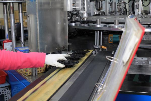 SRAM Taiwan Factory Tours Suspension Shifters Derialleurs Carbon production115