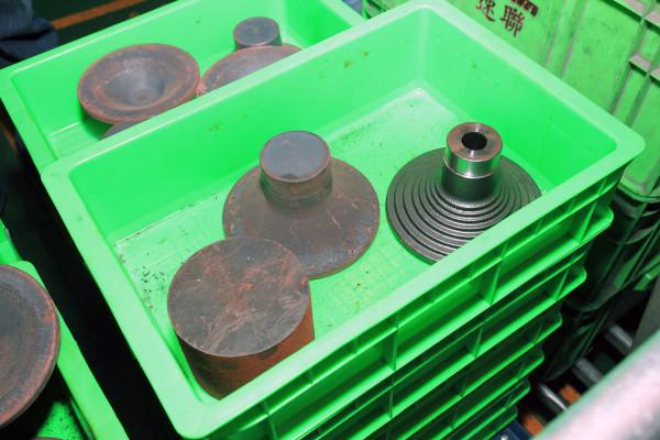 SRAM Taiwan Factory Tours Suspension Shifters Derialleurs Carbon production156