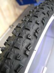 Mitas_Rubena_Kratos_Textra_Tubeless-Supra_127tpi_wet-loose-mountain-bike-tire_tread-detail