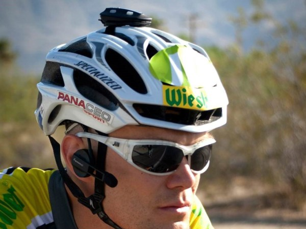 Terrano-X_hands-free-bluetooth-communicator_riding