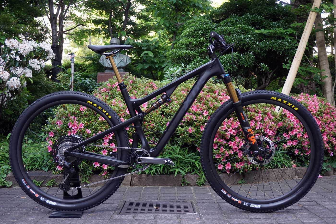 595658892 2019 Shimano XTR M9100 photos installed on the bike with product  development design story and background