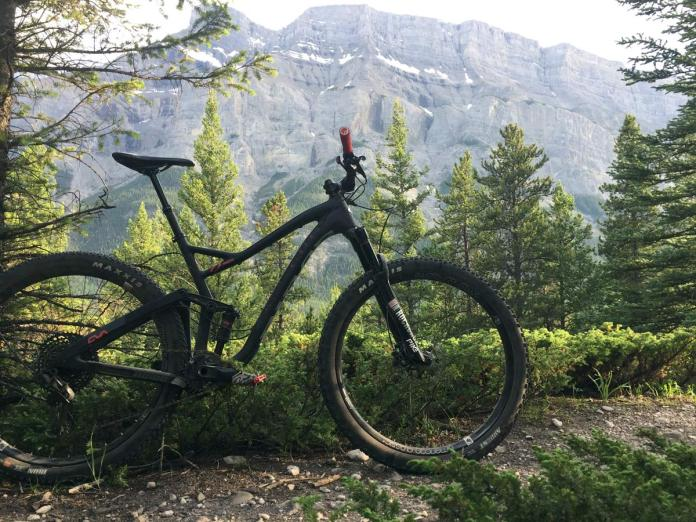 The 2018 Niner JET9 RDO is a versatile adventure mountain bike that works well with 120mm and 130mm trail mountain bike forks with big tire clearance