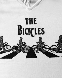 The Bicycles - Camiseta feminina branca - Bikezetas