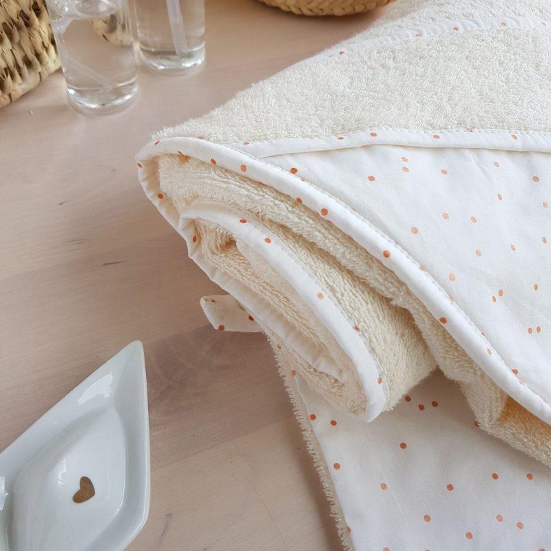 cape bain bebe naissance cadeau serviette toilette bapteme blanc pois