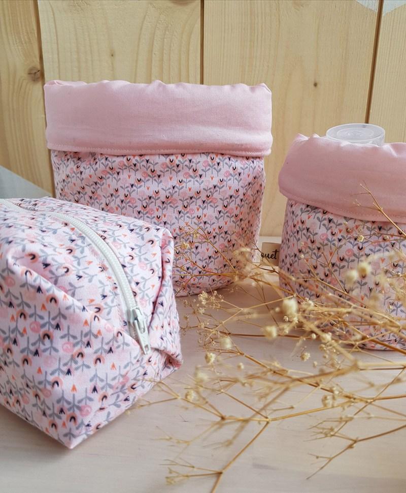 petites trousse toilette accessoire bebe naissance cadeau liste rose rayure createur lyon bilboquet france paniere rose