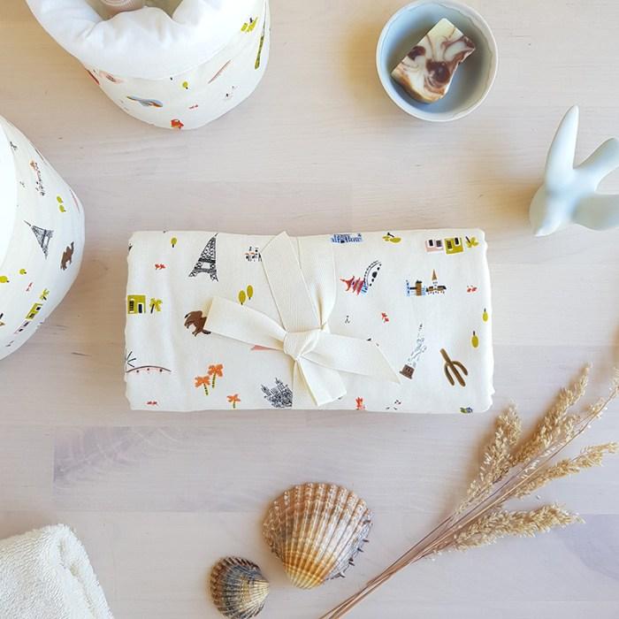 tapis langer serviette change couche bebe nouveau ne cadeau personnalise made in france francaise createur beige