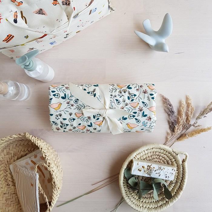 tapis langer nomade oiseau cadeau naissance original utile made in france lyon bebe fille matelas change