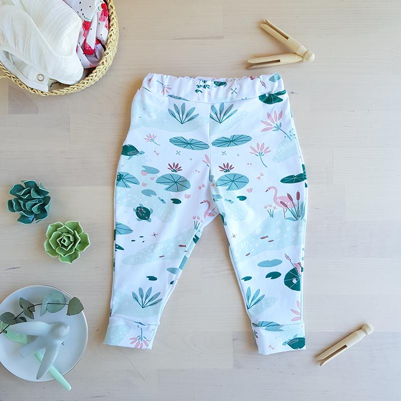 legging bebe pantalon fille rose vert cygne nenuphar cadeau naissance premier age vetement jersey oekotex made in france lyon bilboquet