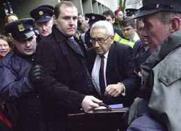 Kissinger arrives in Dublin