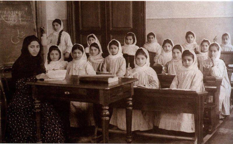 ilk qızlar məktəbi ile ilgili görsel sonucu