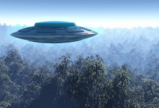 uzaylı ve uzay gemisi