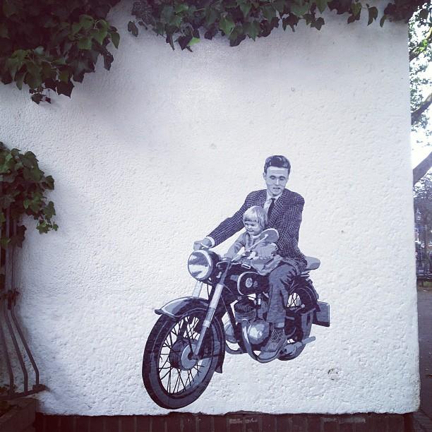 Mit Volldampf in die neue Woche :-) #pasteup #streetart