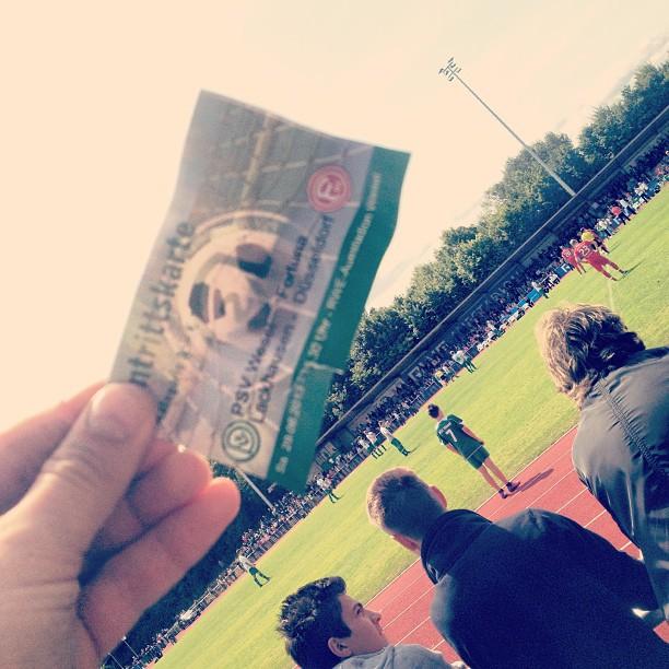 Fortuna Düsseldorf testet sich auf einem Feld&Wiesen Sportplatz :-)