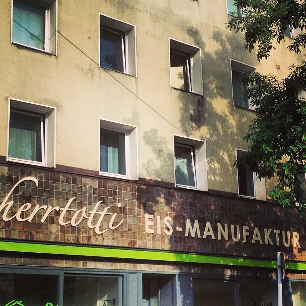 Die Eis-Manufaktur am Bilker Bahnhof / Brunnenstraße ist absofort eröffnet :-)
