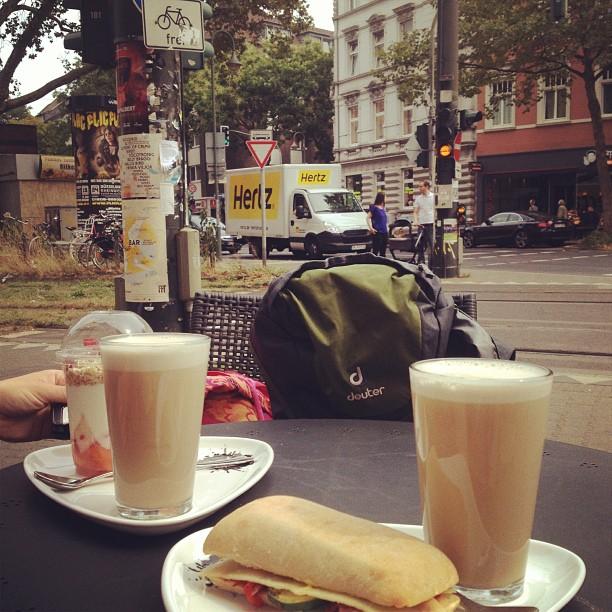 Verspätetes Frühstück ;-) by the way - kommt gut in & durch die neue Woche.