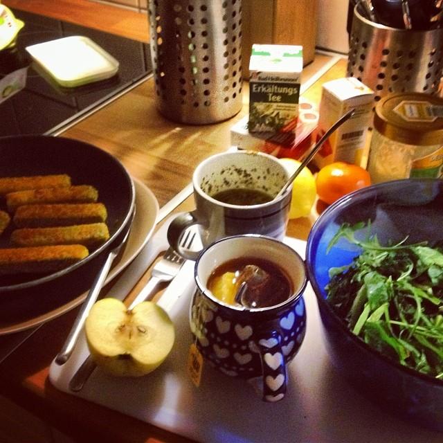 Gemüsesticks, Salat, Tee und diverse Vitamine gegen die Erklärung – sollte noch klappen.