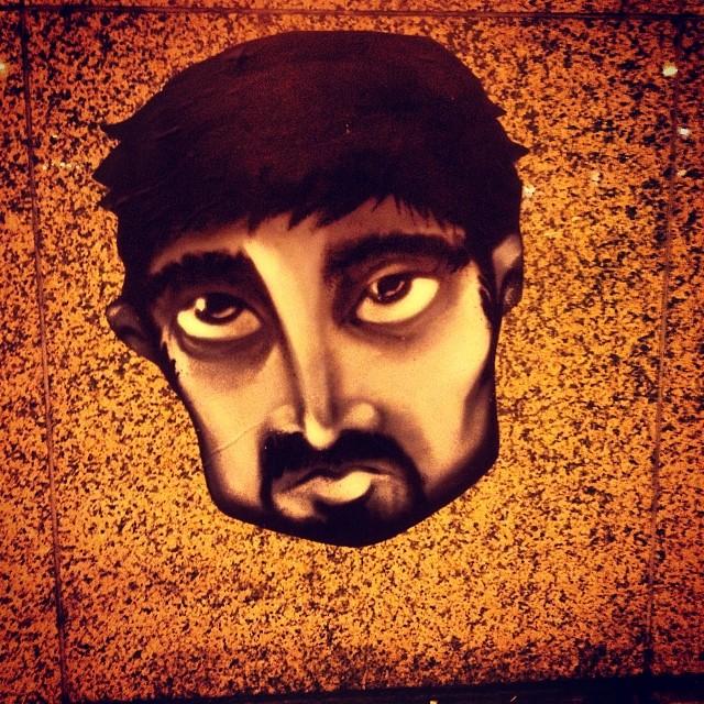 Melancholie? Traurig? Oder einfach nur durch? ;-) Streetart in Bilk.