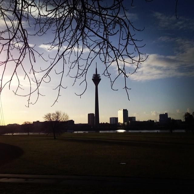 """Rheinturm im """"ist-noch-nicht-ganz-FrühlingsModus"""""""