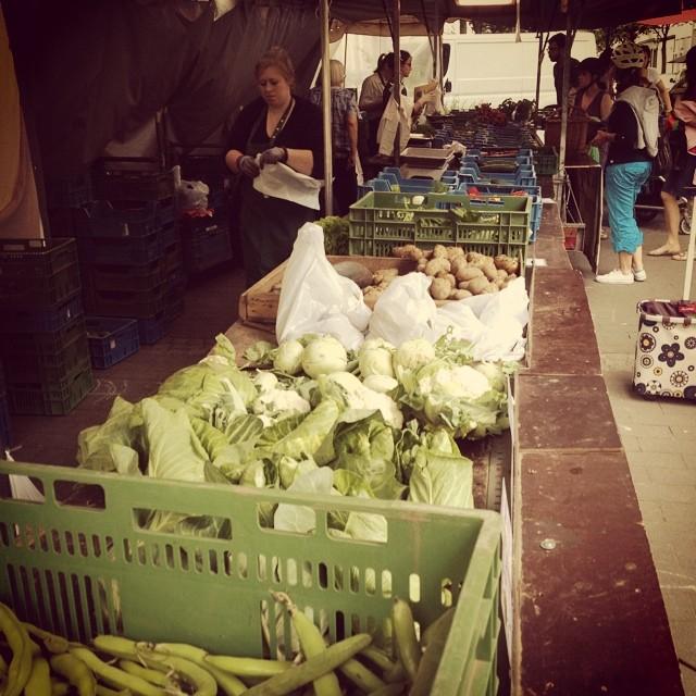 Einkaufen & klönen auf dem Wochenmarkt.