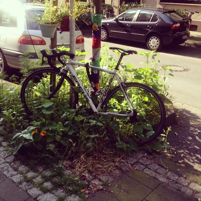 Auch Radler können richtig scheisse parken :-/