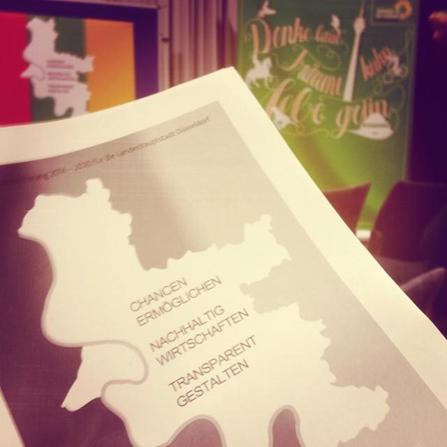 Gleich wird übrigens die Kooperationsvereinbarung von SPD, Grünen und FDP bei der GRÜNEN MV vorgestellt… bin gespannt & neugierig :-)