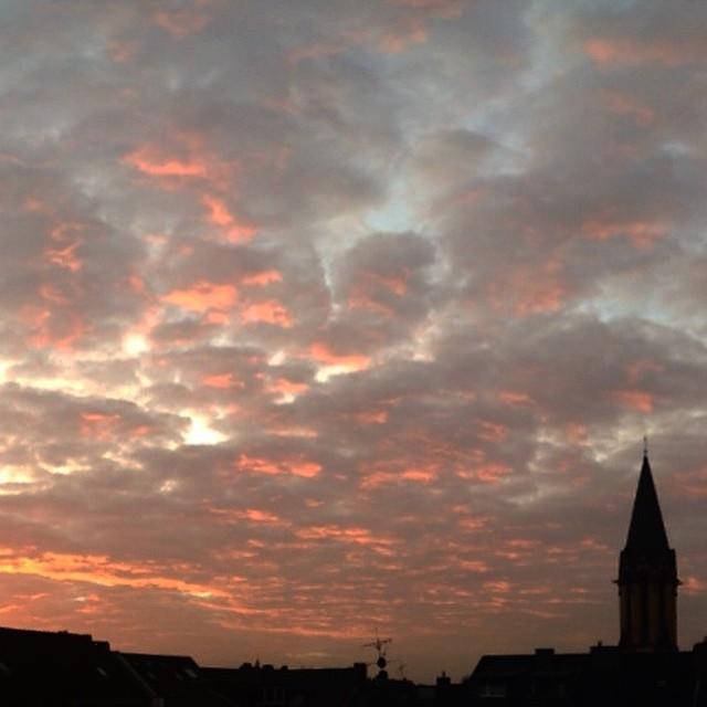 Aufstehen und einfach mal Sonnenaufgang mit dem Kaffee in der Hand anglotzen… toll :-)