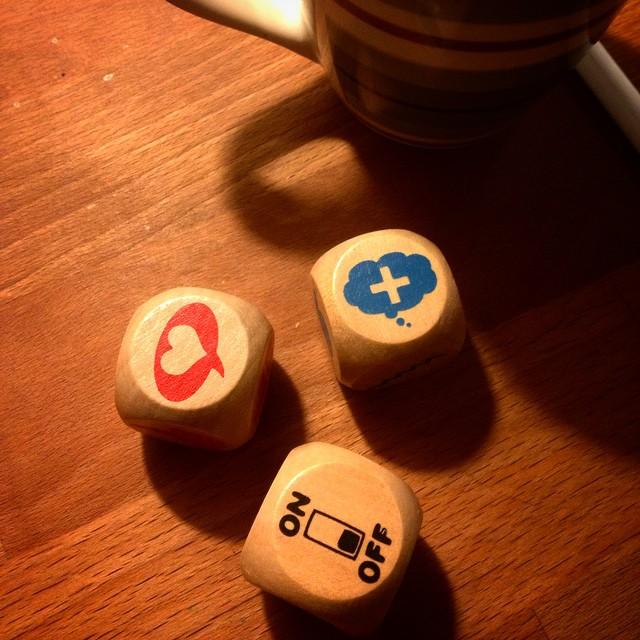 Alea iacta est ;-) Kommt alle gut  und friedlich in die neue Woche... Was die Würfel meinen ist mir auch mit Asterixheft-Latinum völlig klar : mit Liebe & Kreativität heute Abend #DüGiDa abschalten :-)