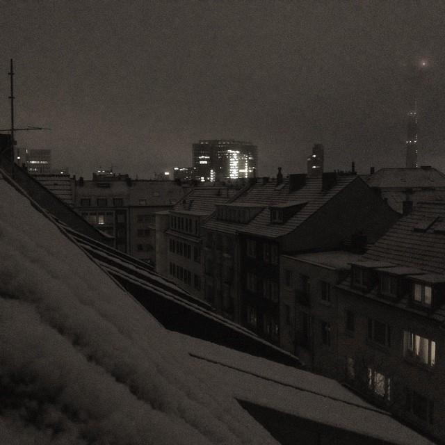 Zu den typischen Montagmorgen-Geräuschen mischen sich ganz aktuell metallische Kratz-Geräusche - scheint wieder Winter zu sein...