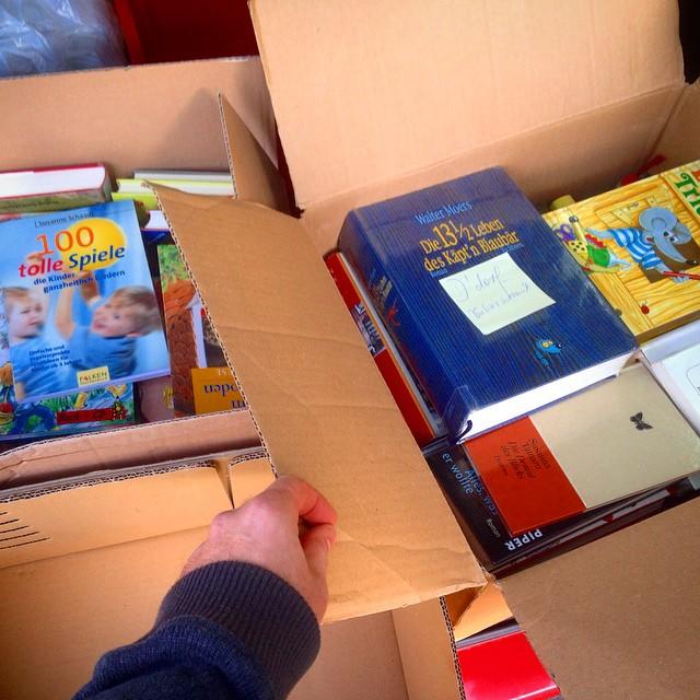'Kleine' Spende für den Bücherschrank