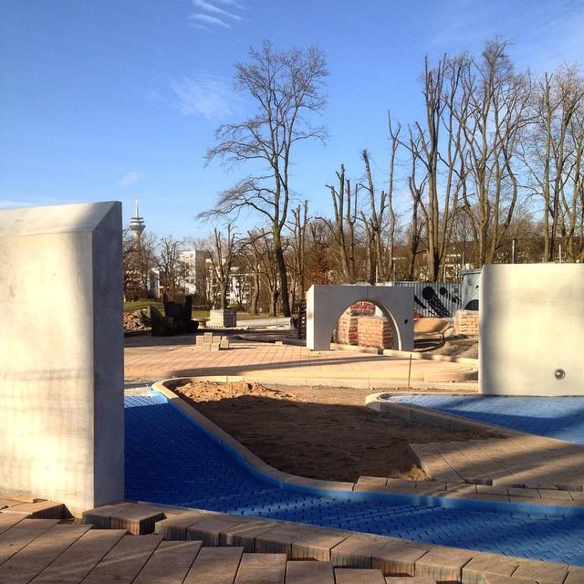 Der Wasserspielplatz an der Sternwarte soll nach Ostern eröffnen... Hmmm... Sieht schon echt gut aus - da ist aber trotzdem noch einiges zu machen :-)