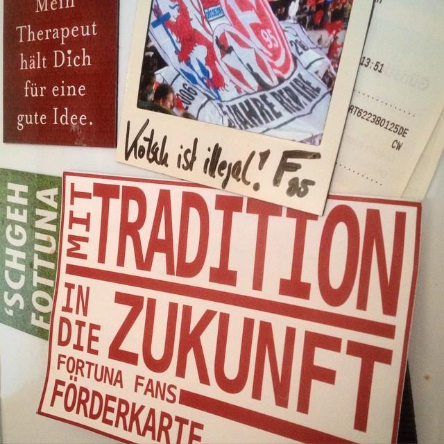 'Mit Tradition in die Zukunft' – unsere Fortuna Ecke am Kühlschrank :-)