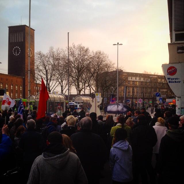 Laut gegen Nazis! Kundgebung gegen den montäglichen Naziaufmarsch.
