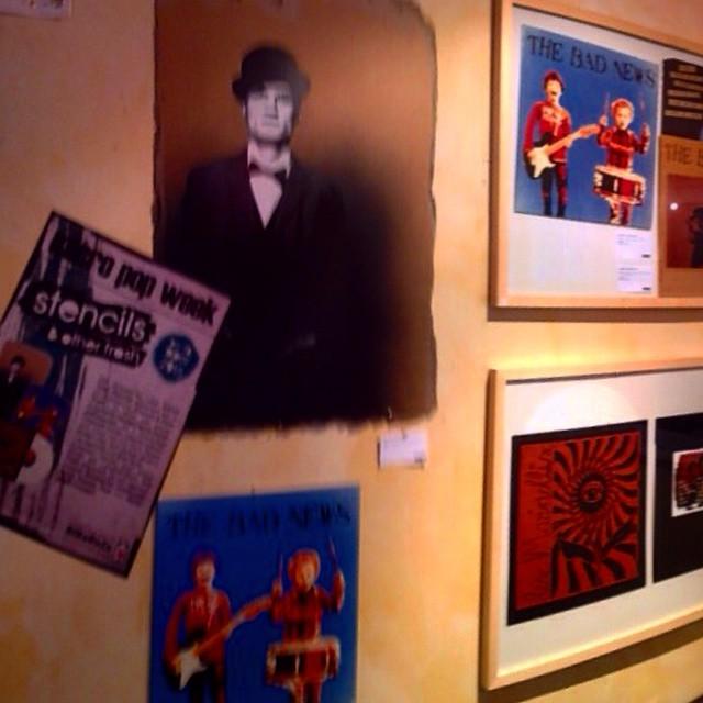 Im Café von Bibabuze gibt es übrigens eine kleine Ausstellung mit wirklich schönen Stencils und überarbeiteten SingleCovern...