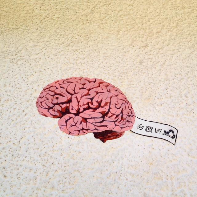 Mit dem Gehirn sollte man immer pfleglich & sorgsam umgehen :-) #streetart #bilk