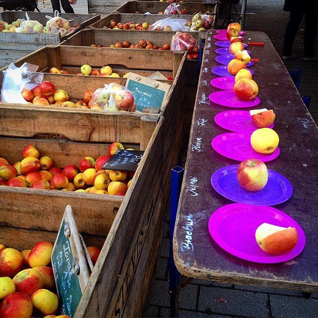 Ich bin immer wieder versucht diese Äpfel anders zu sortieren - aufsteigend nach Säuregrad zum Beispiel oder nach Farbe oder nach Namen oder ... Anyway, ich kaufe sowieso immer die selbe Sorte : Fuji :-)