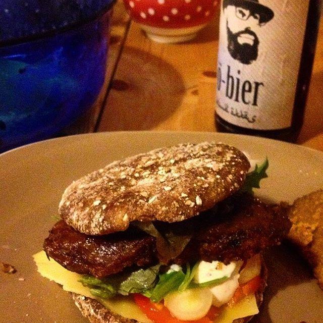 Zeit sich Gedanken über's Abendessen zu machen ;-) Ich sag nur - Vegetarischer Burger mit Salat...