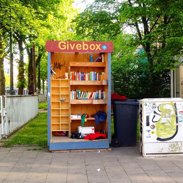 Kann jemand der Givebox am Kirchplatz einen neuen Duschvorhang schenken?