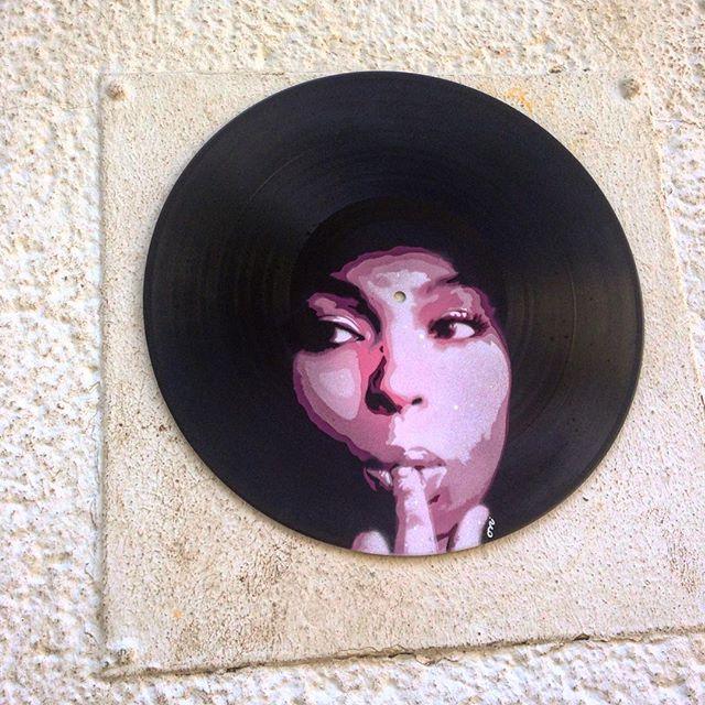 Plattenkleber – Kunst im öffentlichen Raum :-)