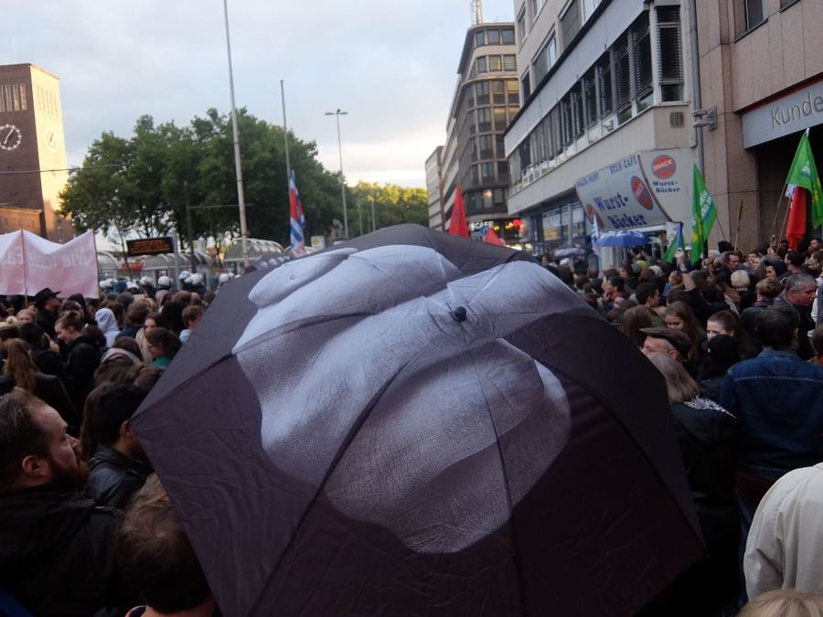 Nachbarschaft gegen Rassismus – Gegen die Lesung von Thilo Sarrazin im FeinStil .