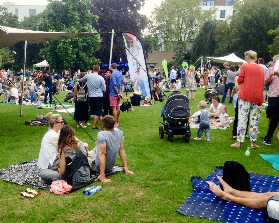 Picknickdecke mit DJ & Streetfood – Parklife 2017