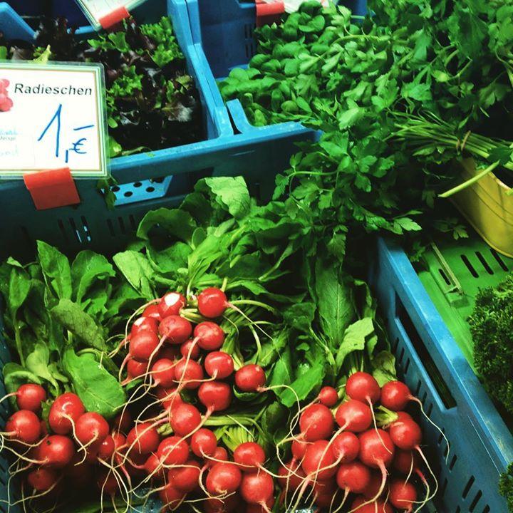 Rote Punkte auf'm Markt – die Radieschen sind zurück :-)